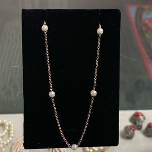 Jewelry - Gold necklace w/ pearls